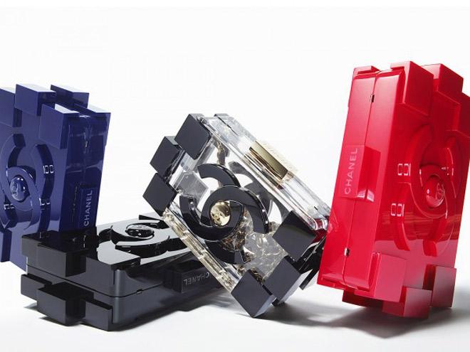 YesWeTrend- clutch de metacrilato Lego de Chanel