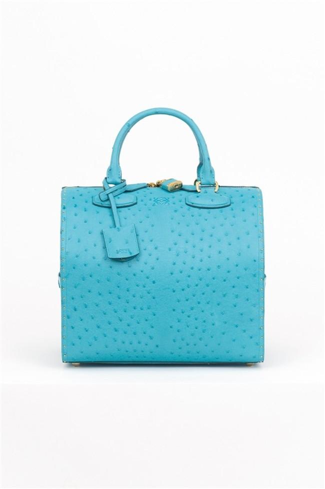 YesWeTrend- Moda de primavera: ropa y accesorios azul turquesa.