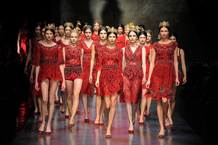 Los must del otoño 2013: rojo, piel, tachuelas y encaje.